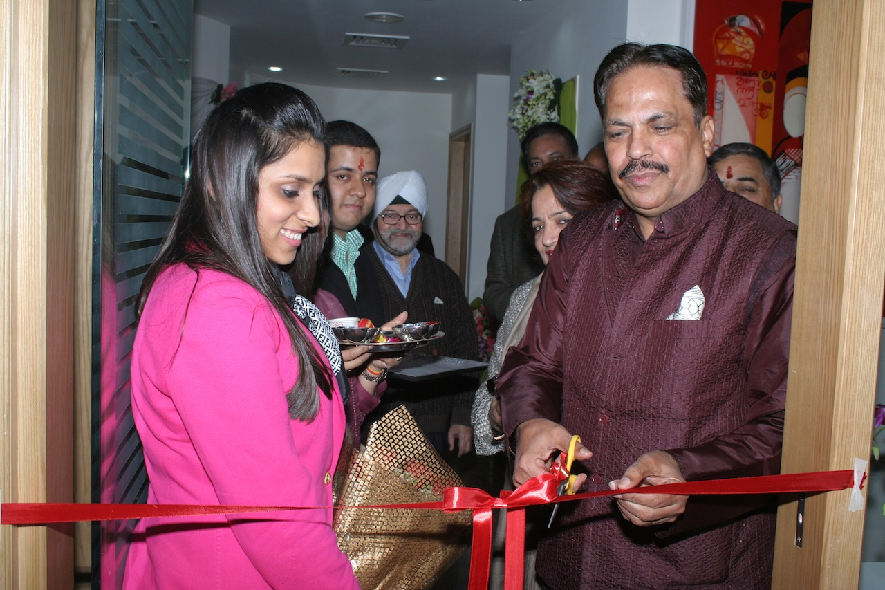 Mr. Puran Dawar inaugurating the gallery.